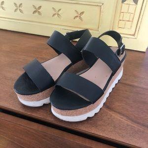 Platform black Steve Madden sandals